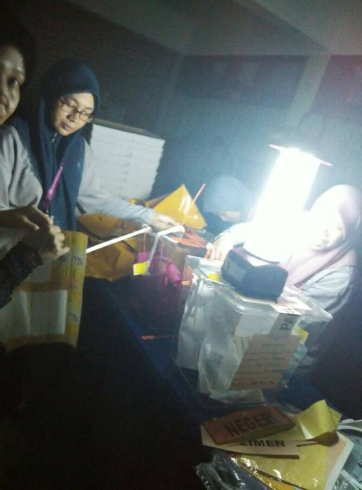 GE14: Power Outage During Vote Counting Process in Bukit Melawati - WORLD OF BUZZ 2