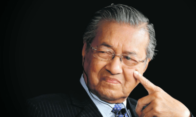"""I Prevented Najib From Leaving the Country"", Dr. M Reveals - WORLD OF BUZZ"