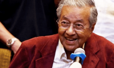 It's Official! Dr Mahathir is Now Malaysia's 7th PM - WORLD OF BUZZ 1