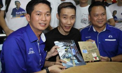 Lee Chong Wei Makes Surprise Visit to Support Close Friend Contesting for BN in Selayang - WORLD OF BUZZ 4