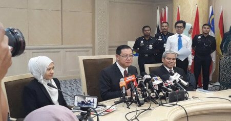 Lim Guan Eng: Malaysia Could Have Become Bankrupt Under The Old Government - WORLD OF BUZZ 1