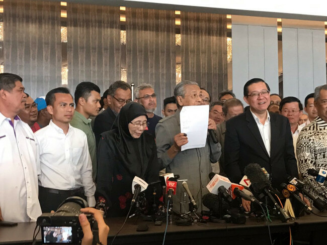 Mahathir: I Have Majority Support from MPs to be Next PM - WORLD OF BUZZ 3