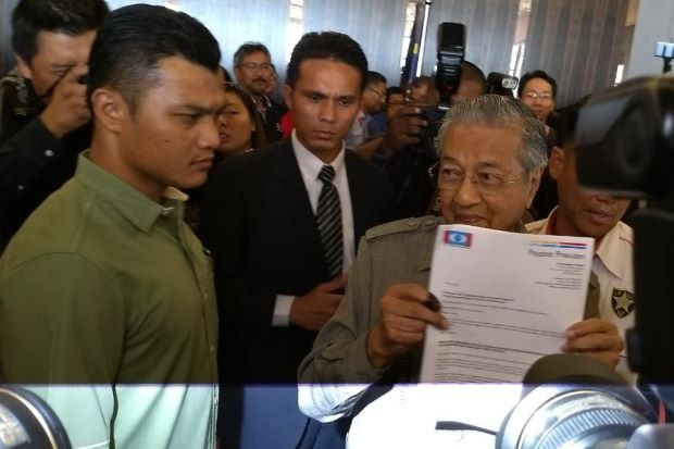 Mahathir: I Have Majority Support from MPs to be Next PM - WORLD OF BUZZ