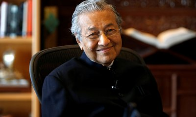 Mahathir: It's Frightening and More Challenging to Be PM for Second Time - WORLD OF BUZZ 4