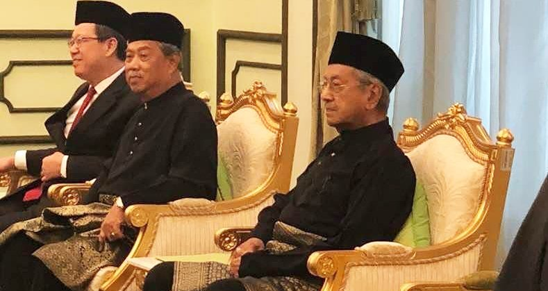 Malaysians Feel Bad and Extend Their Heartfelt Sympathies to Dr. Mahathir - WORLD OF BUZZ 2