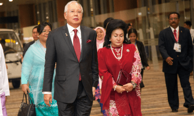 Now everyone can fly? Najib and Rosmah off Immigration Department blacklist - WORLD OF BUZZ 1