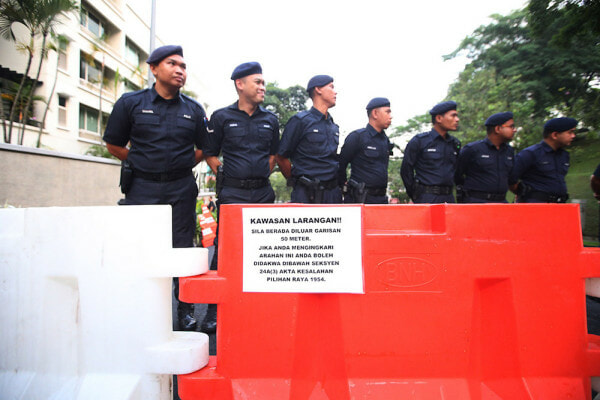 PDRM Cautions M'sians to Stay Home After Voting to Wait for GE14 Results - WORLD OF BUZZ 1
