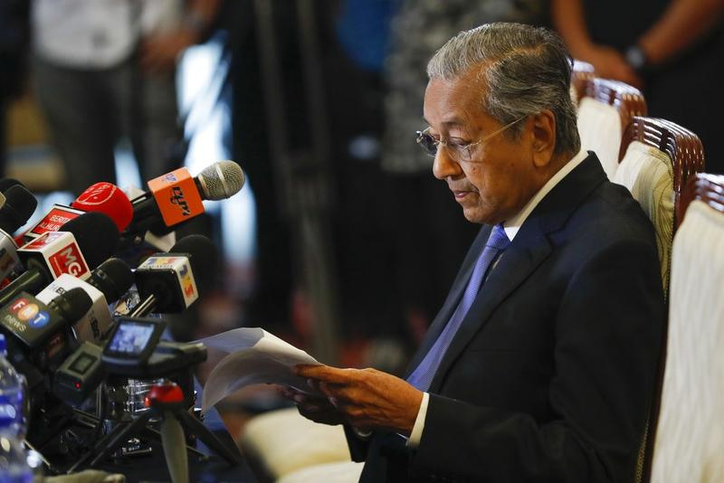 Present Petrol Price for RM2.20/L of RON95 is Here To Stay, Mahathir Confirms - WORLD OF BUZZ 2