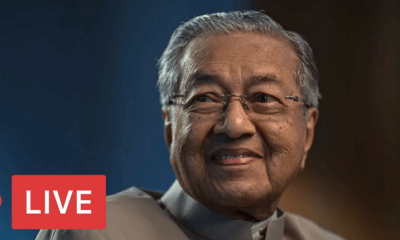 [Watch Now] Dr. Mahathir's Inauguration to Become Malaysia's 7th Prime Minister - WORLD OF BUZZ