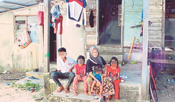 Datuk Seri Makes Generous Donation to Single Mother Of Six After Reading About Her Struggle - WORLD OF BUZZ 3