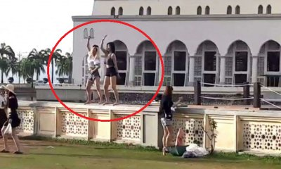 Disrespectful Tourists Caused Temporary Ban By KK City Mosque - WORLD OF BUZZ 5