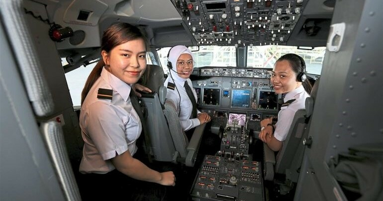Meet Three of M'sia's First Female Cadets For Malaysia Airlines - WORLD OF BUZZ
