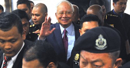 Here Are the Four Charges That Najib is Currently Facing in High Court - WORLD OF BUZZ 7