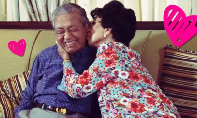 Tun Mahathir and Tun Siti Shares Sweet Kiss During Birthday Interview with M'sian Teen Star - WORLD OF BUZZ