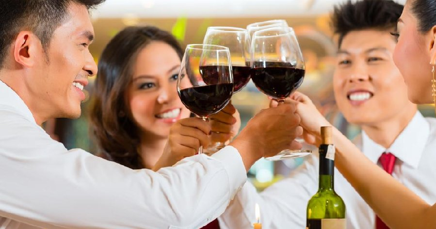 Being Alcohol Free Could Increase Your Risk Of Dementia BUT So Can Heavy Drinking! - WORLD OF BUZZ 4