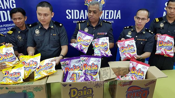 Fake Daia Detergent Found in Shops in Malaysia, Over 1,300 Packs Seized - WORLD OF BUZZ 1