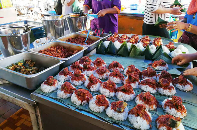 Here's How Nasi Lemak Was Created and Why M'sians Eat It for Breakfast - WORLD OF BUZZ 6