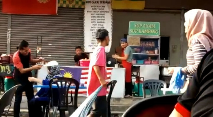 Hilarious Video of Flying Roti Canai Landing on Mak Cik's Head Goes Viral - WORLD OF BUZZ 2