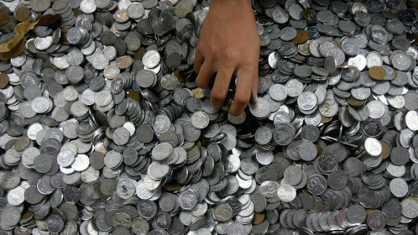 Man Pays Ex-Wife RM44,894 Alimony With 890kg Coins - WORLD OF BUZZ