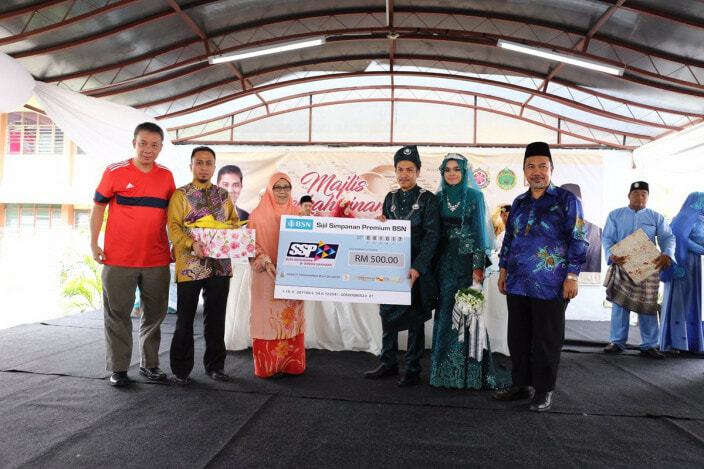 Selangor Govt is Giving RM1,000 to M'sians Who Marry Before 35 Years Old! - WORLD OF BUZZ