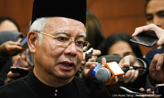 Umno Sec-Gen Labels Najib as 'Baggage' and Says Party Cannot Carry Him Forever - WORLD OF BUZZ 1
