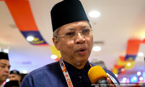 Umno Sec-Gen Labels Najib as 'Baggage' and Says Party Cannot Carry Him Forever - WORLD OF BUZZ