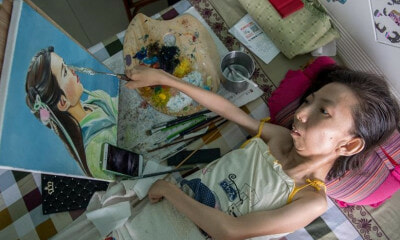Woman Paralysed For 32 Years Becomes Most Celebrated Painter - WORLD OF BUZZ