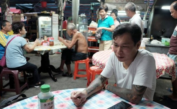 Ex-Gangster Turned Noodle Chef Has Served 40,000 Bowls Of Free Noodles For The Needy - WORLD OF BUZZ 1