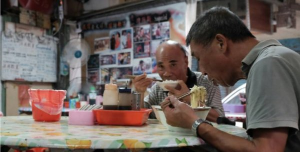 Ex-Gangster Turned Noodle Chef Has Served 40,000 Bowls Of Free Noodles For The Needy - WORLD OF BUZZ 2