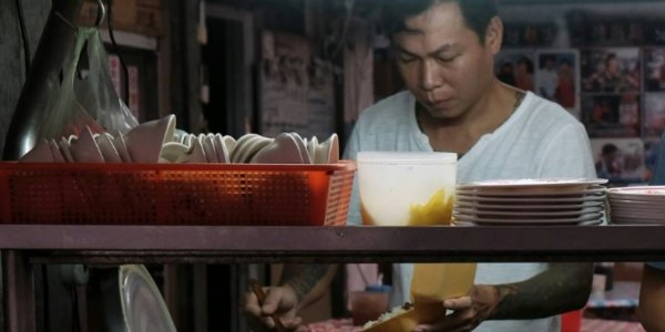 Ex-Gangster Turned Noodle Chef Has Served 40,000 Bowls Of Free Noodles For The Needy - WORLD OF BUZZ