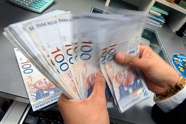 All Cash Transactions Over RM25,000 At Banks Must Be Reported Starting 2019 - WORLD OF BUZZ 1