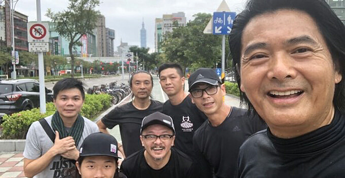Chow Yun-Fat Uses Nokia Phone For 17 Years And Spends RM400 On Monthly Expenditure - WORLD OF BUZZ