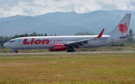 Lion Air Crash: Personal Items & Body Parts Found Floating in Sea As Search For Plane Continues - WORLD OF BUZZ