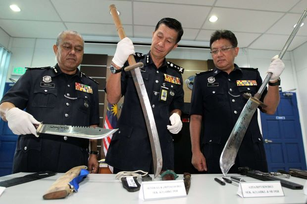 PDRM: You Can Be Jailed for 10 Years If You Carry Hockey Sticks, Batons and Knives for Self-Defence Purposes - WORLD OF BUZZ 3