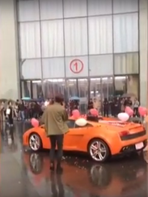 Rich Guy Buys Lamborghini For Marriage Proposal, Throws Tantrum When He Gets Rejected - WORLD OF BUZZ 6