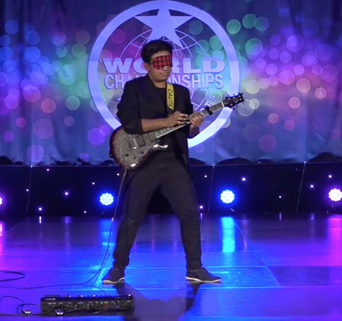 This 16yo M'sian Made It to World Championship By Playing Guitar Blindfolded and with Two Guitars - WORLD OF BUZZ 3