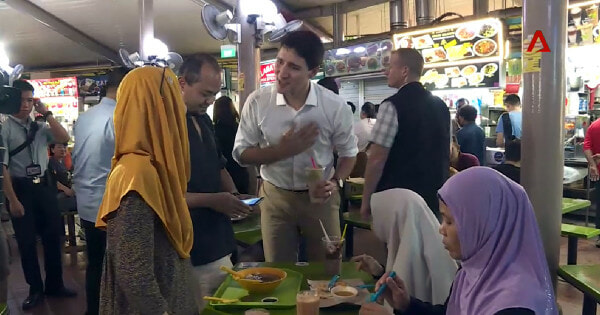 Canadian PM Spotted 'Yamcha'-ing With Locals at A Singaporean Hawker Centre - WORLD OF BUZZ