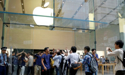 Survey Reveals Many iPhone Users Are 'Poor People In Disguise' And Earn Below RM1,800 - WORLD OF BUZZ