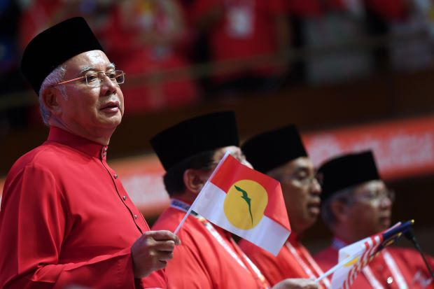 Utusan: Najib Must Apologise to UMNO Members for Lying About 1MDB Money - WORLD OF BUZZ 1