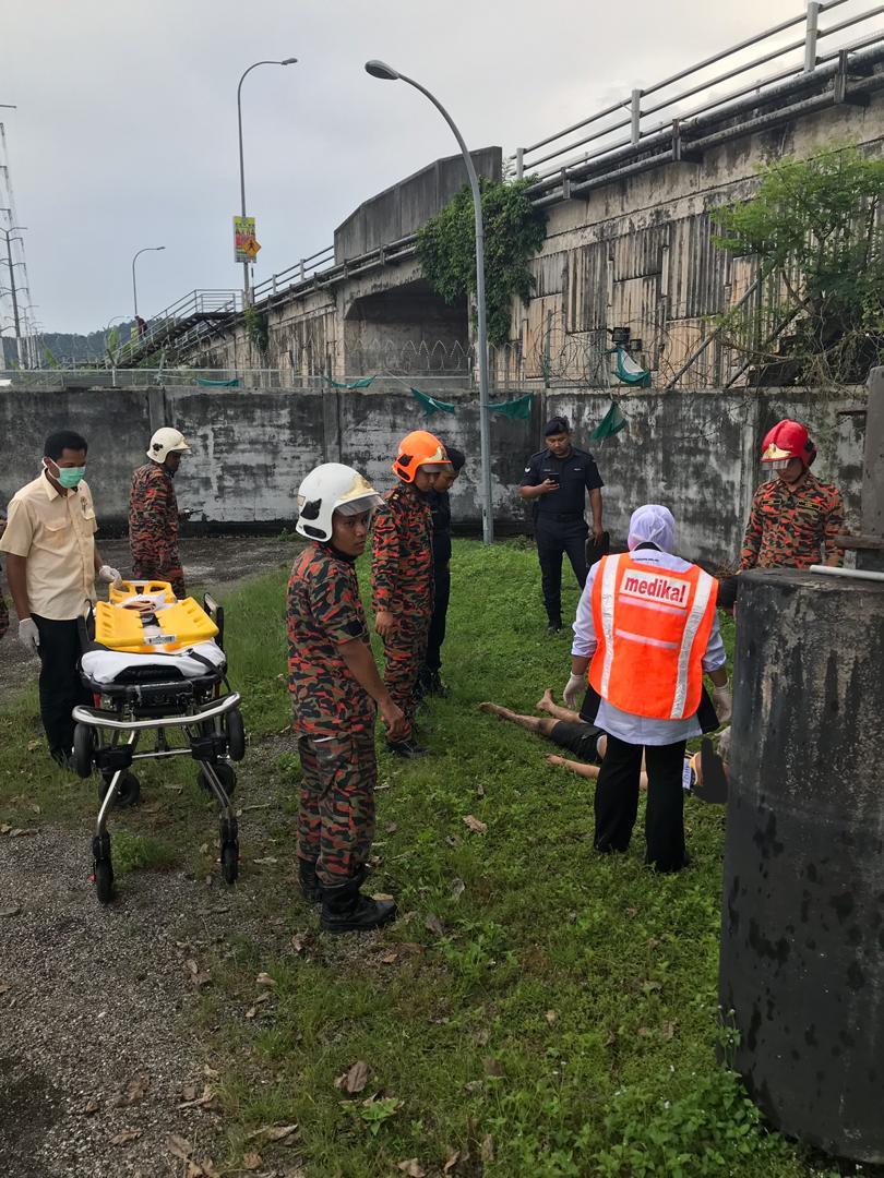 17yo Boy Sneaks Inside Sewage Plant in Ampang to Commit Suicide, Accidentally Hurts His Waist - WORLD OF BUZZ 1