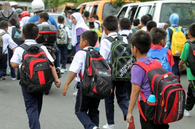 Loke: Private Drivers Sending Children To School Will Have To Register in 2019 - WORLD OF BUZZ