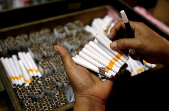 M'sian Government Loses RM5 Billion Every Year Due to Contraband Cigarettes - WORLD OF BUZZ 2