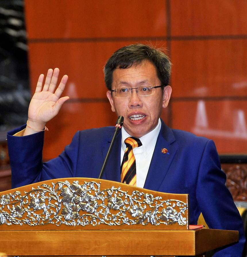 Restaurant Smoking Ban Starting in 2019 Does Not Apply to Sarawak - WORLD OF BUZZ 1