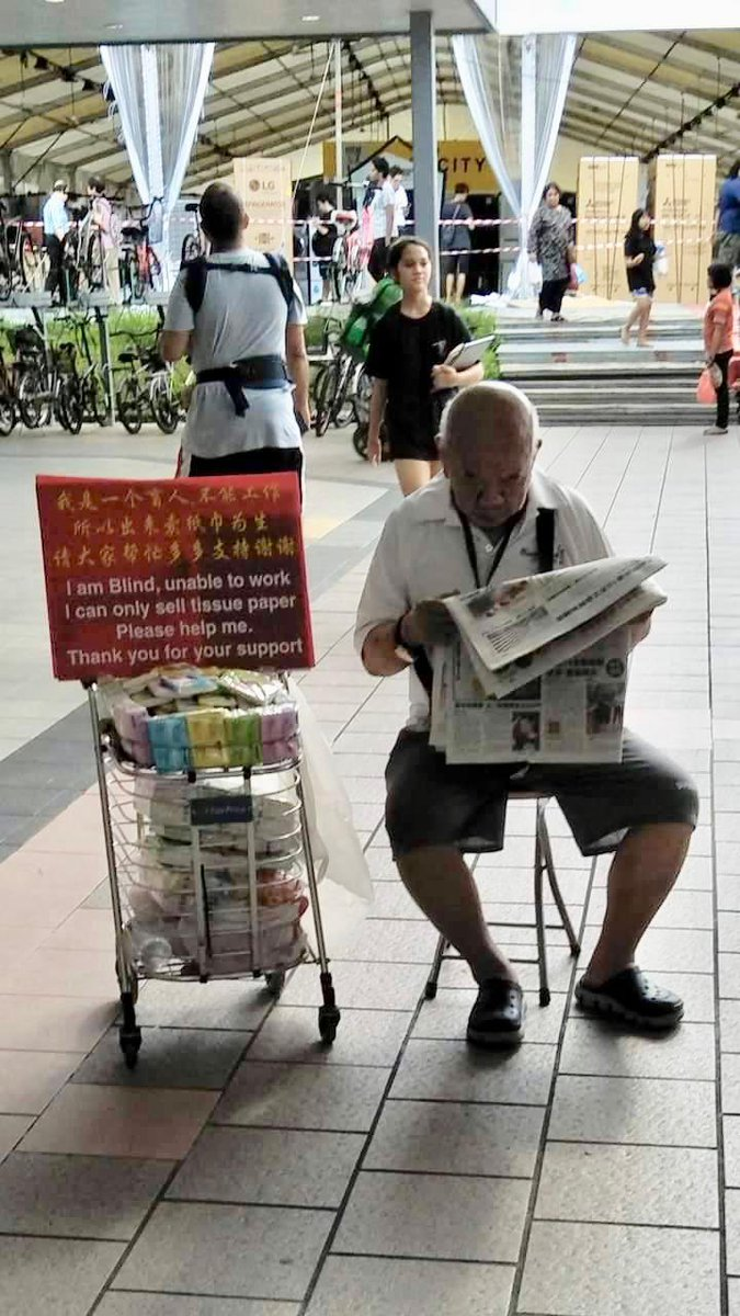 Blind Uncle Selling Tissue Caught Reading Newspaper Says He's Not a Con Man - WORLD OF BUZZ