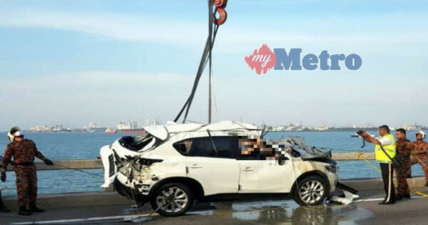 BREAKING: Mazda SUV in Penang Bridge Crash Finally Recovered, Victim's Body Found in Passenger Seat - WORLD OF BUZZ