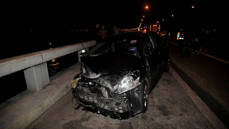 BREAKING: Mazda SUV in Penang Bridge Crash Finally Recovered, Victim's Body Found Inside - WORLD OF BUZZ 1