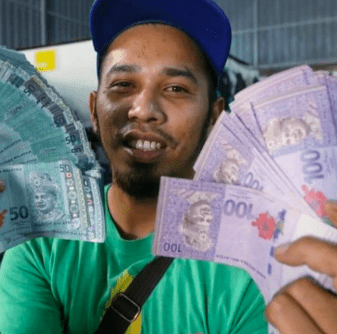 Lucky M'sian Man Finds RM20,000 In Used Clothes, Kelantan Mufti Asks Him To Donate All - WORLD OF BUZZ 2