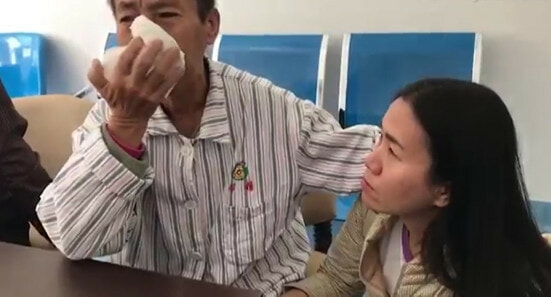 Thai Mother With Dementia Wants To Meet Her Son, Ends Up Walking 600km to China - WORLD OF BUZZ 3