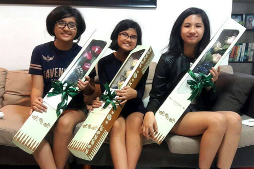 These Three Girls Were Delighted To Get Valentine Flowers From The Same Guy - WORLD OF BUZZ 3