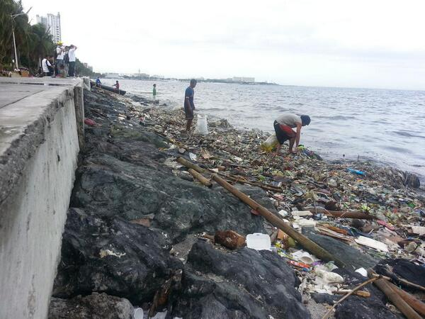 Volunteers Clean 45 Tonnes Of Garbage Off Manila Bay Beach, You Won't Believe The Transformation - WORLD OF BUZZ